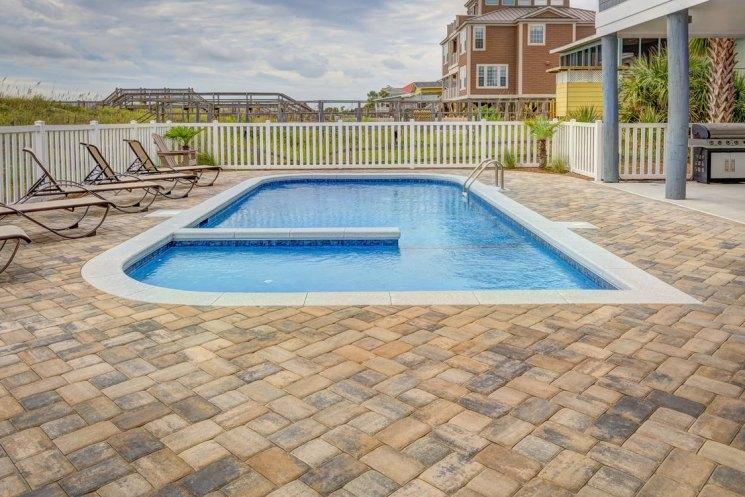 Бассейн на участке роскошь или комфортный атрибут в жаркий день на вашей даче