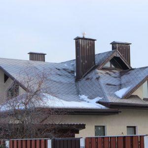 Крыша из металлочерепицы — популярный и практичный материал для обустройства кровли дома (фото + видео)