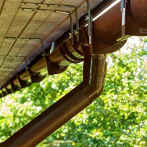 Водосточная система — правила монтажа и выбора системы для сбора и отведения осадков от фундамента дома