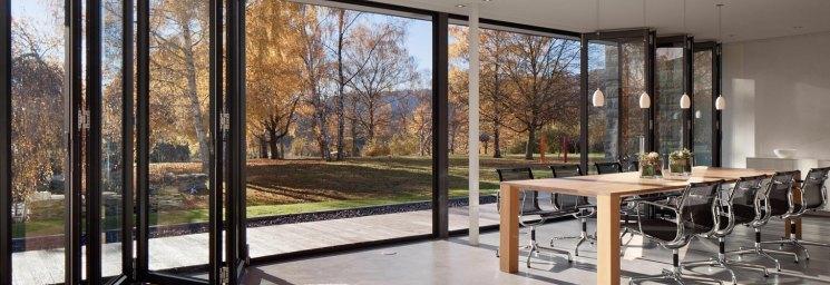 Остекление фасада дома — модные и современные тенденции в современном домостроении