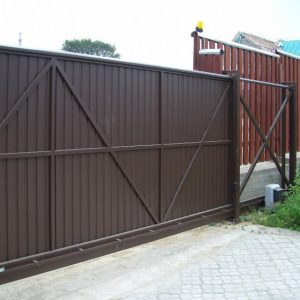 Откатные ворота — технологичное решение при экономном использовании площади участка