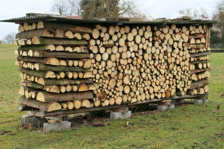 Поленница для дров: как сделать своими руками и красиво сложить дрова