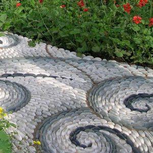 Садовые дорожки от простых до технологичных решений для вашего участка собственными силами