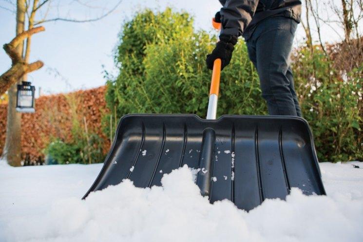 Шнековая лопата для уборки снега