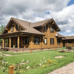 Современные дома из профилированного бруса — традиционный материал в современной форме, простота и эстетичность современного загородного дома
