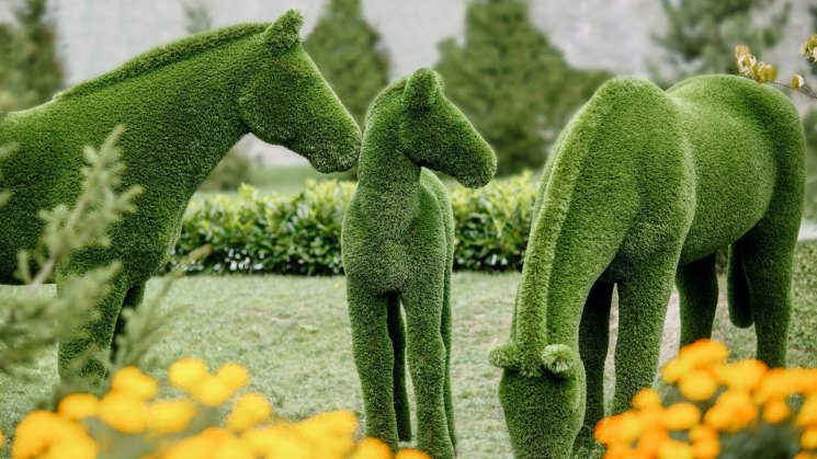 Как сделать садовую фигуру из искусственной травы. Как сделать садовую скульптуру из искусственной травы своими руками