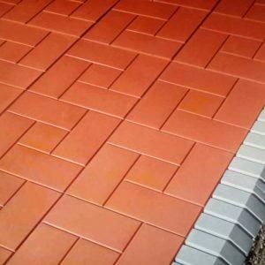Укладка тротуарной плитки: технологии и способы работы с популярным материалом своими руками