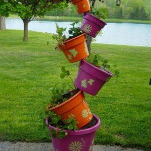 Вертикальные клумбы — основные принципы и правила выбора растений и обустройства на загородном участке своими руками